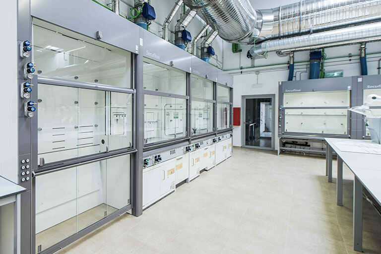 Walk-in Fume Hoods for Commercial Labs