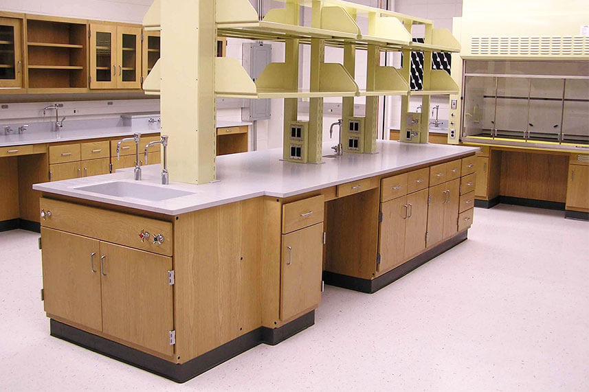 Fixed Lab Bench in a Commercial Lab