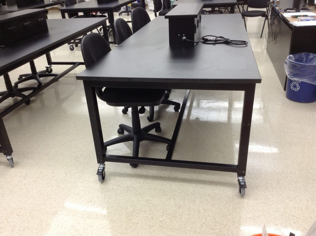 Mobile-Height-Adjustable-Lab-Tables (3)